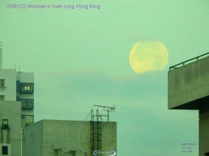 Moonset in Yuen Long, Hong Kong on January 22, 2019. Photo by Matthew Chin. Thank you, Matthew.